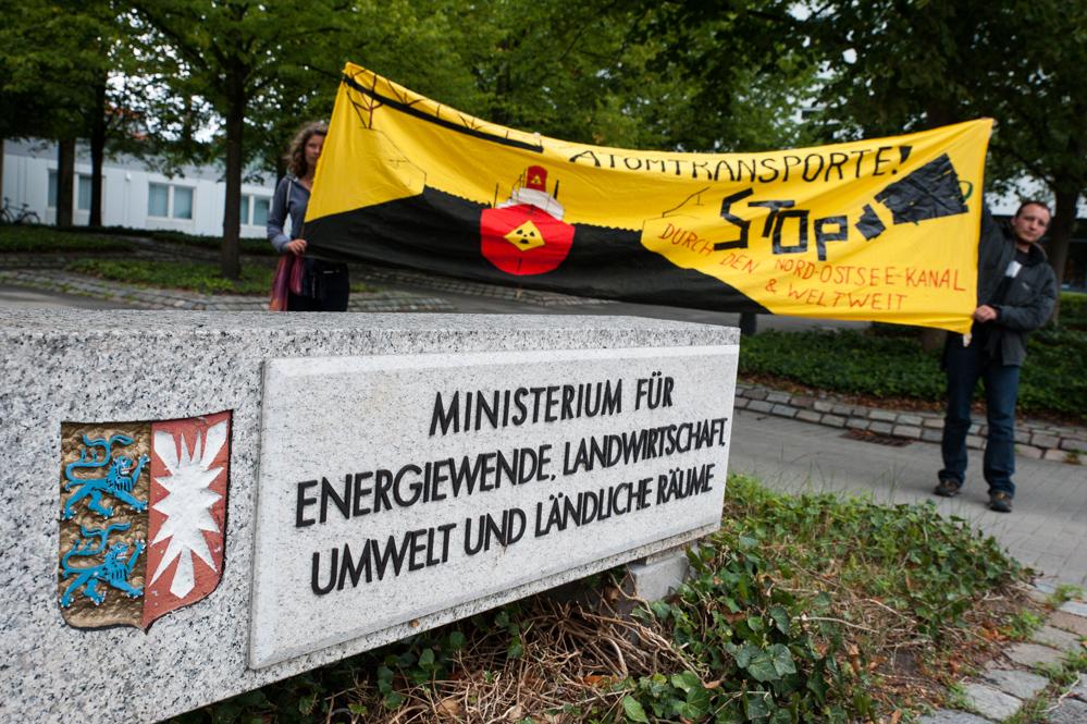 Anti-Atom-Protest_vor_Ministerium_für_Energiewende usw.-klein-1