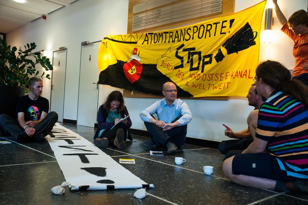 Anti-Atom-Protest_vor_Ministerium_für_Energiewende usw.-klein-9